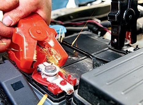 Как прикурить автомобиль если разрядился аккумулятор