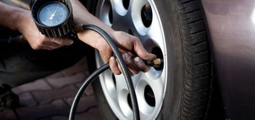 Как выбрать манометр для проверки давления в шинах? Какой автомобильный манометр лучше купить?