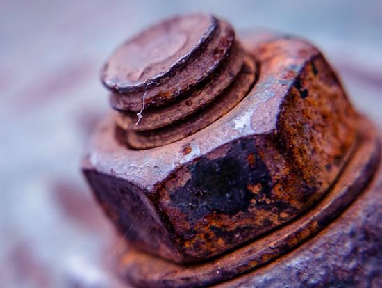 Ржавые болты могут свидетельствовать о состоянии подвески и сулить большие сложности в ремонте ходовой