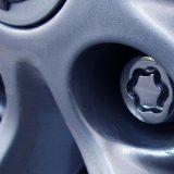 Как открутить секретку на колесе без ключа? Проверенные способы, которые помогут снять секретку
